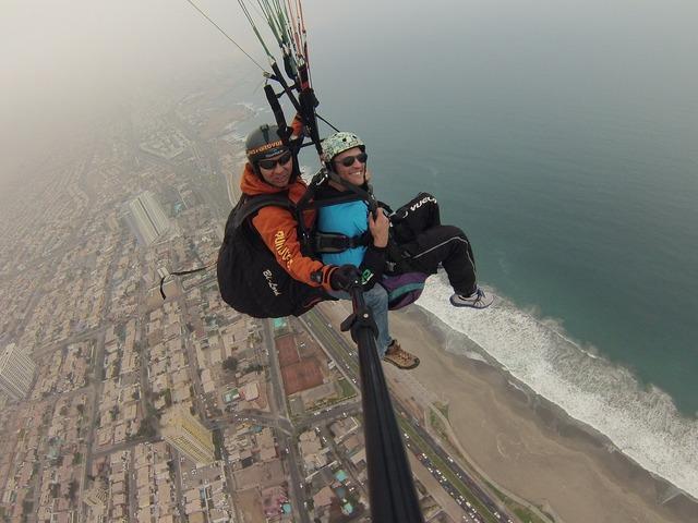 paragliding-373936_1280.jpg